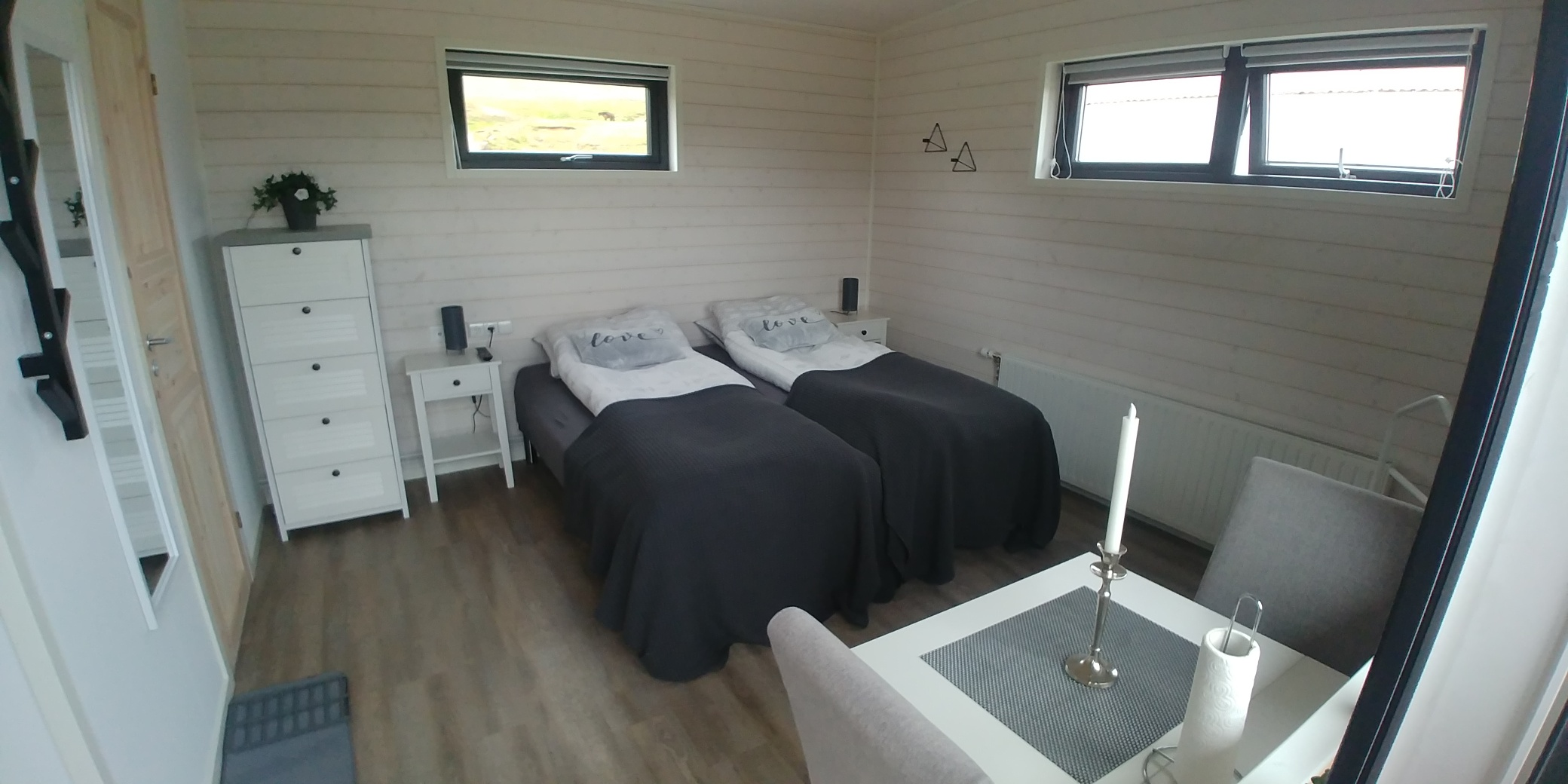 4x10 2 bedroom inside2